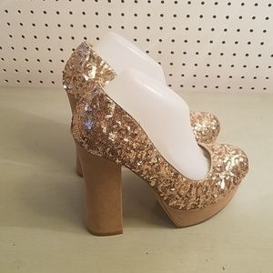 GOLD SEQUENCE PUMPS